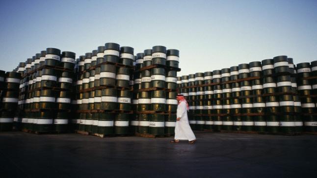 السعودية تعلن لعملائها عن خفض في معروضها من النفط