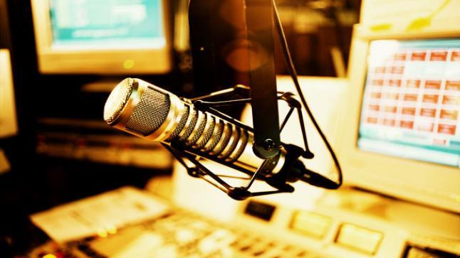 اغلاق ما يقارب 13 محطة اذاعيةوتلفزيونية في الضفة الغربية