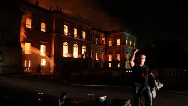 حريق هائل يقضي على متحف ريو دي جانيرو الوطني