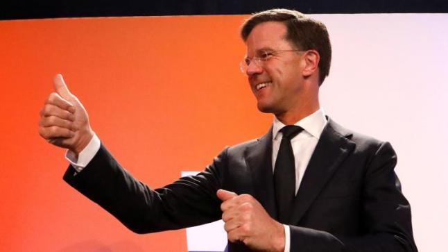 رئيس الوزراء الهولندي في صدارة الإنتخابات البرلمانية وينتقد الشعبوية الخاطئة