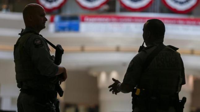 السلطات الأمريكية تعتقل جميع اللاجئين عقب وصولهم جوا للولايات المتحدة الأمريكية