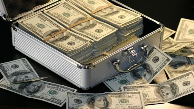 تأثر الدولار بالتوترات بين واشنطن وبكين