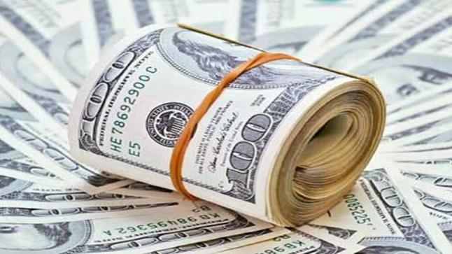 الدولار يتجه نحو أكبر انخفاض شهري خلال العقد الأخير